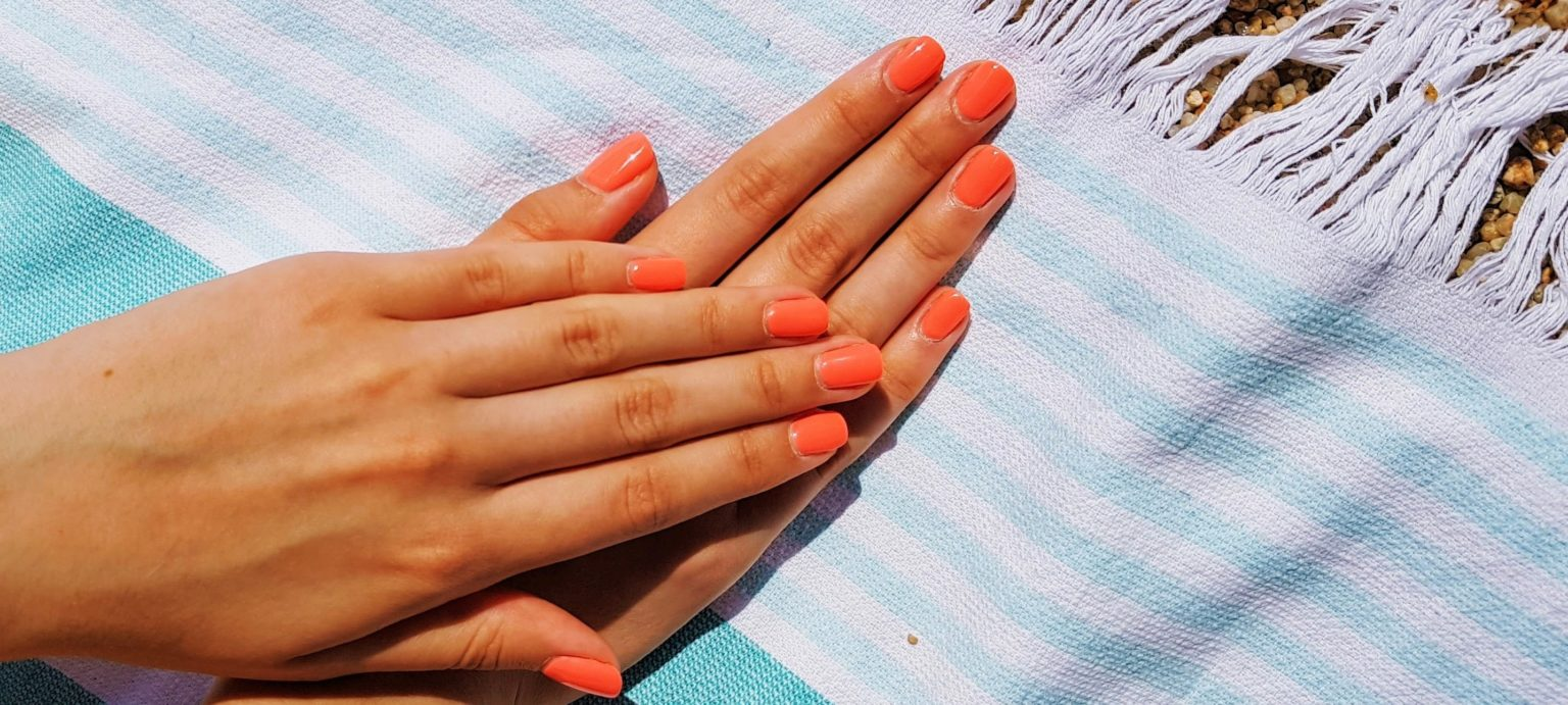 ongles vernis corail