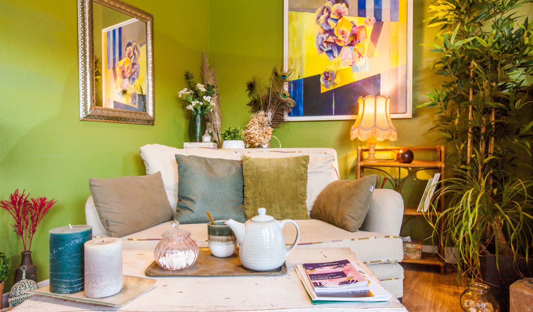 institut effet beaute avec canapé plateau de thé